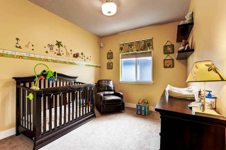 3 Bedroom/2.5 Bathroom plus loft home is located in the Stapleton's premier Central Park North location.  Finishes include upgraded quartz countertops and gourmet Bosch kitchen appliances, designer kitchen backsplash, breakfast bar, fireplace, Workspace and desk, ceiling fans, ensuite master bath, 2-car attached garage, and so much more.  This one of a kind property also features a large, private outdoor space and is located directly across from Sand Creek Regional Green Space.   The RTD light rail is a 5 minute walk with stops including Downtown Denver and the Denver International Airport.