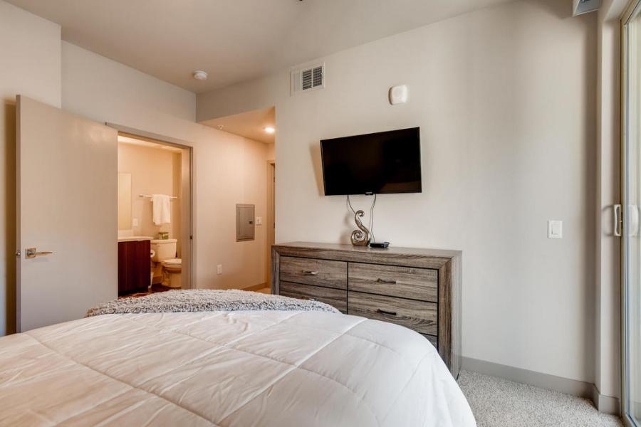 4150 S Hualapai, Las Vegas, Nevada, United States 89147, 2 Bedrooms Bedrooms, ,2 BathroomsBathrooms,Apartment,Furnished,Elysian @Flamingo,S Hualapai,3,1350