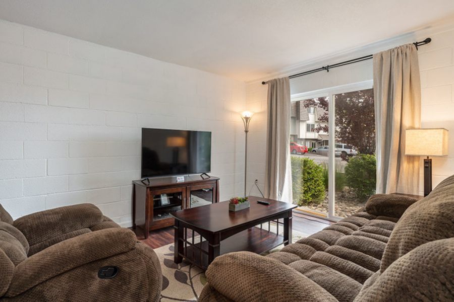 3905 Covington, Reno, Nevada, United States 89503, 1 Bedroom Bedrooms, ,1 BathroomBathrooms,Townhome,Furnished,Talus Point,Covington,1373